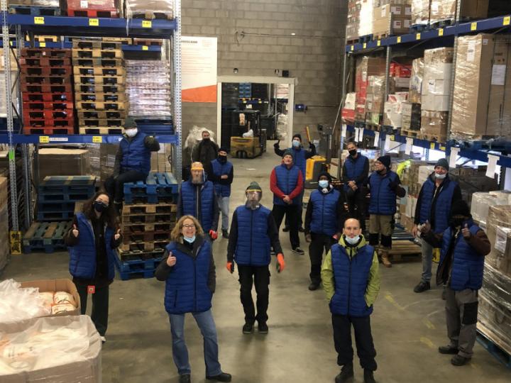 Swart draagt Voedselbank Amsterdam een warm hart toe: hulp is hard nodig